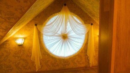 шторы на круглые окна