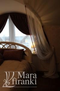 шторы в спальне из плотной коричневой ткани